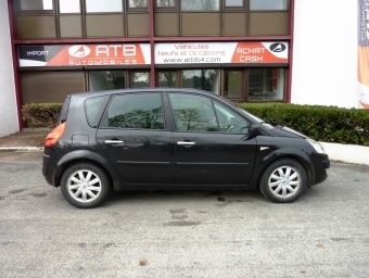 <strong>RENAULT SCENIC</strong><br/>2.0 dCi 150ch FAP Jade BVA (2007A)