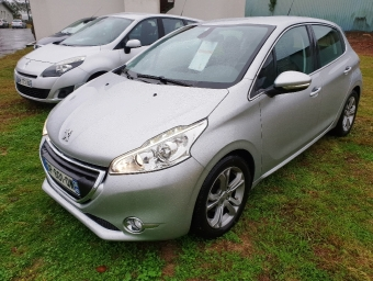 <strong>PEUGEOT 208</strong><br/>1.6 e-HDi FAP Allure 4cv 5p (2015A)
