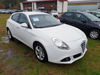<strong>ALFA ROMEO GIULIETTA</strong><br/>1.4 16v T-jet Distinctive Stop&Start (2012A)