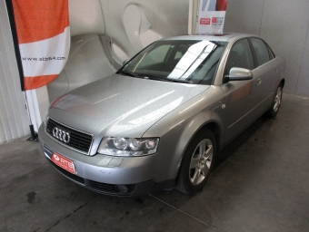 <strong>AUDI A4</strong><br/>2.5 TDI - 180 Pack Quattro