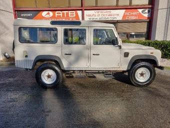 <strong>LAND ROVER DEFENDER</strong><br/>110 Station Wagon