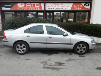 <strong>VOLVO S60</strong><br/>D5 163ch Summum Geartronic (2004A)