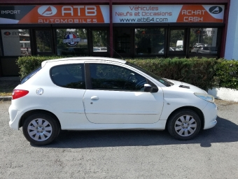 <strong>PEUGEOT 206 +</strong><br/>1.4 HDi Trendy 3p (2009A)