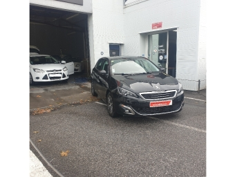 <strong>PEUGEOT 308</strong><br/>1.6 BlueHDi 120ch S&S BVM6 Allure